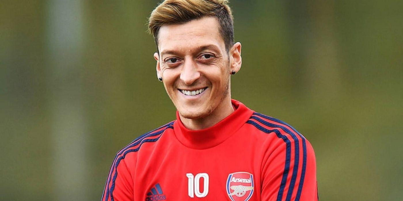 Йозил ще остане в Арсенал